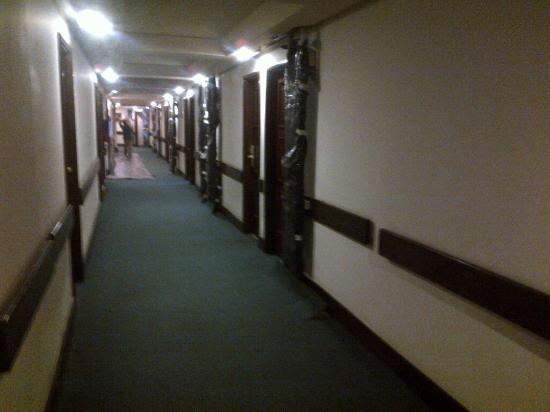 Hotel Novo Mundo: depressing hallway