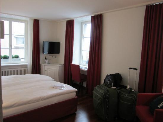Hotel Helmhaus: Spacious Room