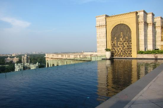 The Leela Palace New Delhi: Rooftop Pool