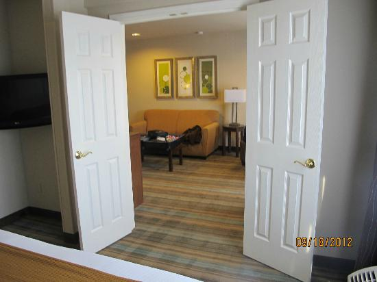 Holiday Inn Express San Francisco Airport-North : DOORS BETWEEN ROOMS