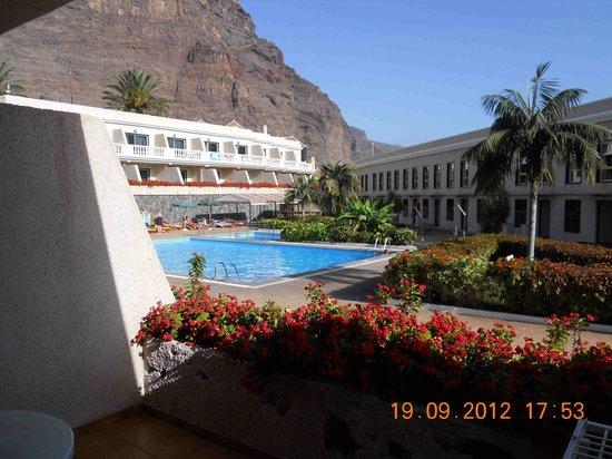 Charco Del Conde: Vista piscina desde el estudio
