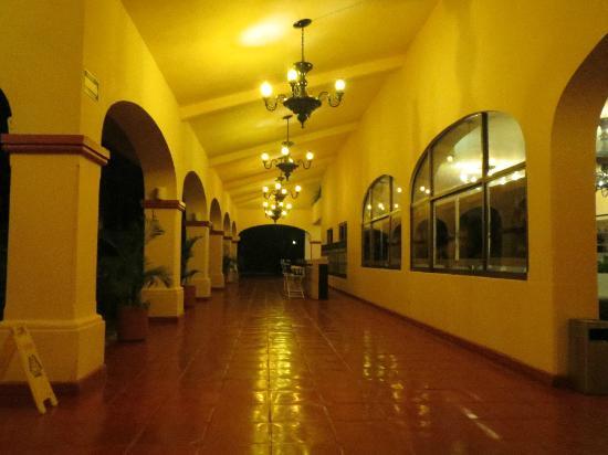 بارسيلو بويرتو فالارتا أول إنكلوسف: Hotel Hallway 