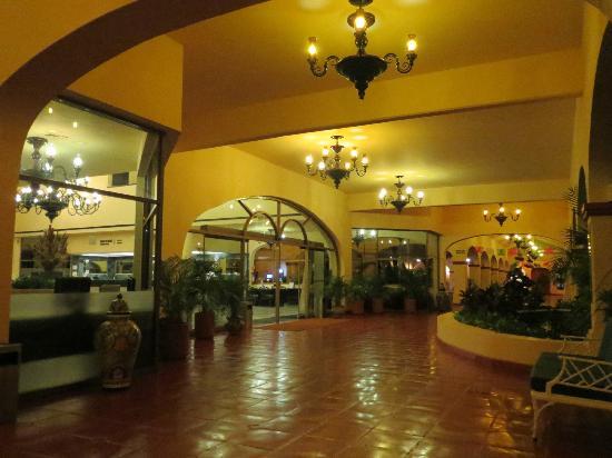 Barcelo Puerto Vallarta: Hotel Hallway