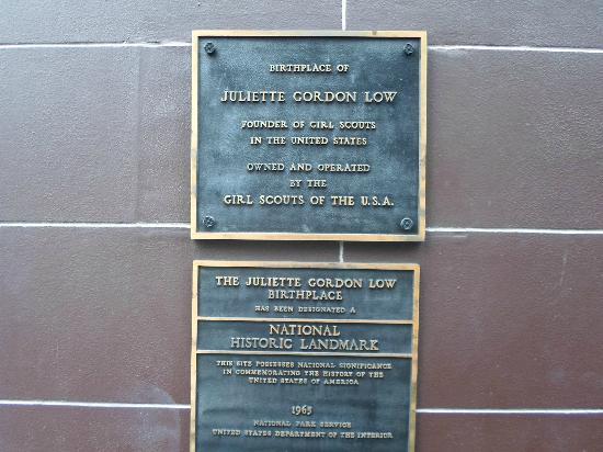 Juliette Gordon Low's Birthplace: Plaque on house