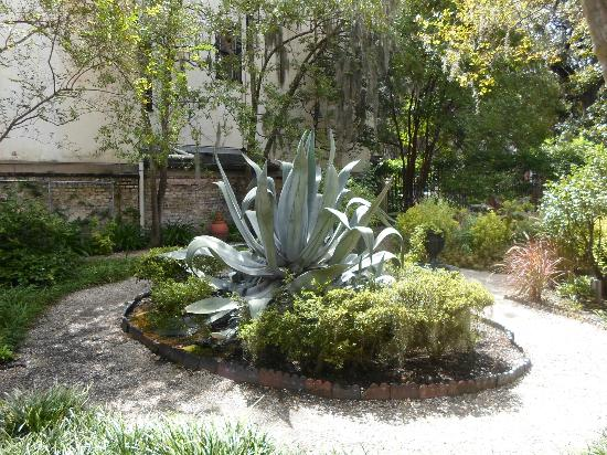 Juliette Gordon Low's Birthplace: Garden Courtyard