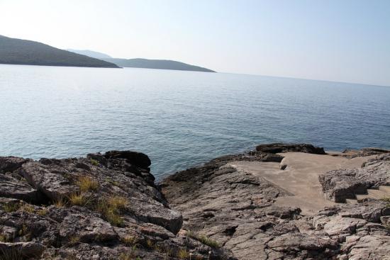 Maki Apartments : Вид на море из бухты