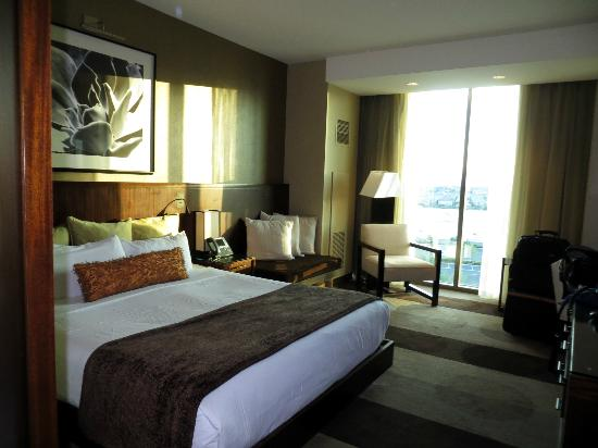 Aliante Casino + Hotel + Spa: King bed room