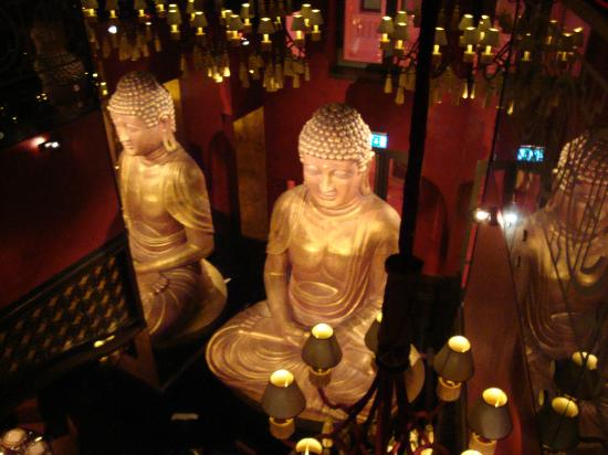 Buddha-Bar Hotel Budapest Klotild Palace : Statue in dining area