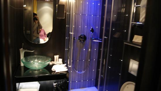 Platine Hotel: bagno