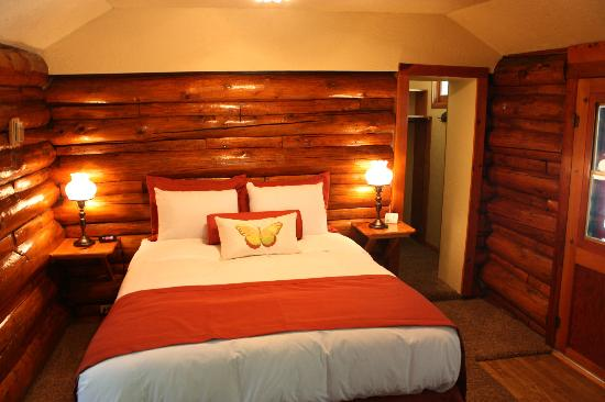 The Butterfly Garden Inn: Cabin interior