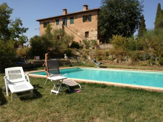 Al Giardino degli Etruschi: Vista Piscina 