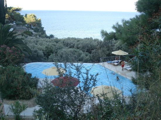Armonia Bay Hotel: The Fab pool