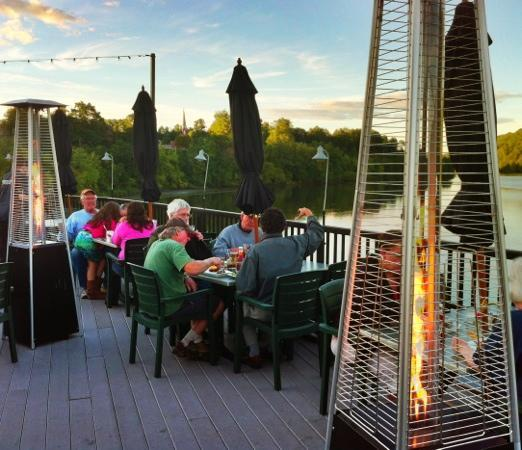 Whetstone Station Restaurant and Brewery : roof top deck