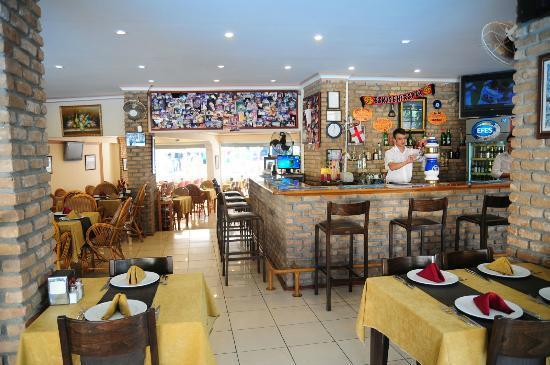 English Restaurant: English Bar