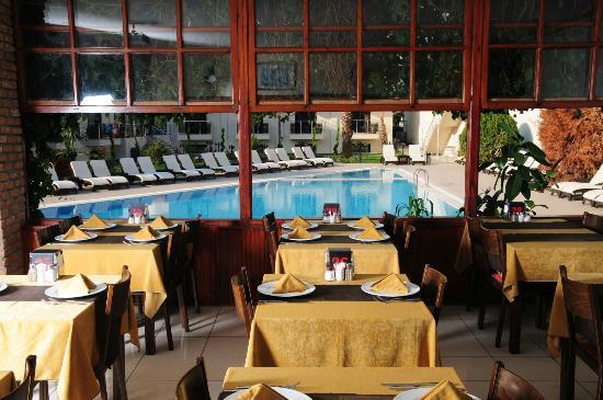 English Restaurant: Pool View