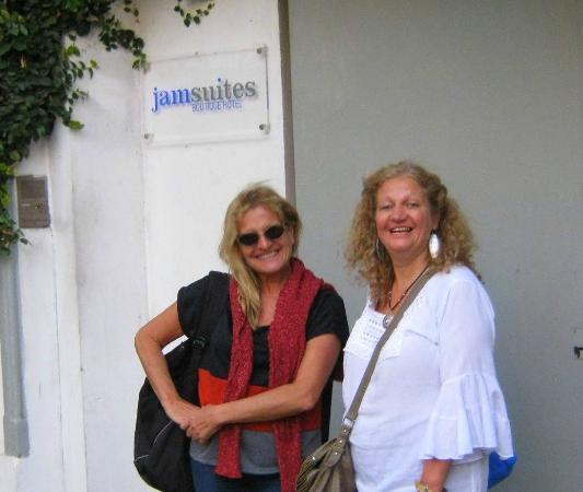 Jam Suites Boutique Hotel: Entrada al hotel