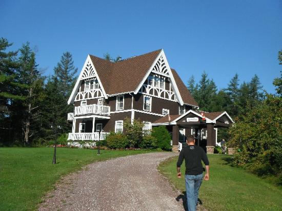 Silver Dart Lodge: MacNeil House