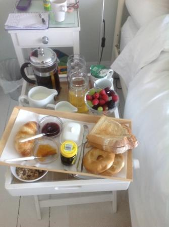The Front Rooms: breakfast in bed!
