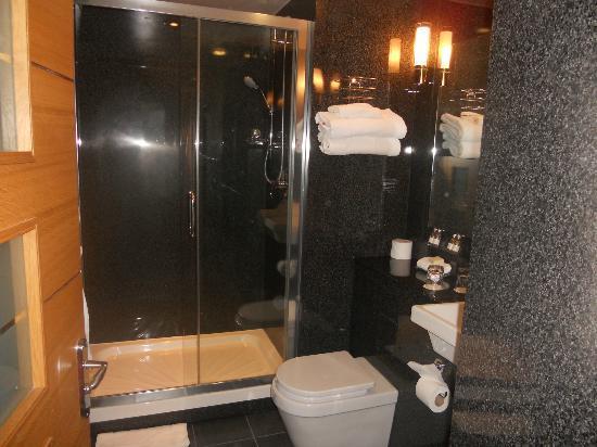 St Giles London - A St Giles Hotel : nice bathroom