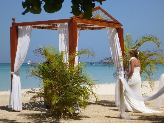 S Swept Away Beach Weddings