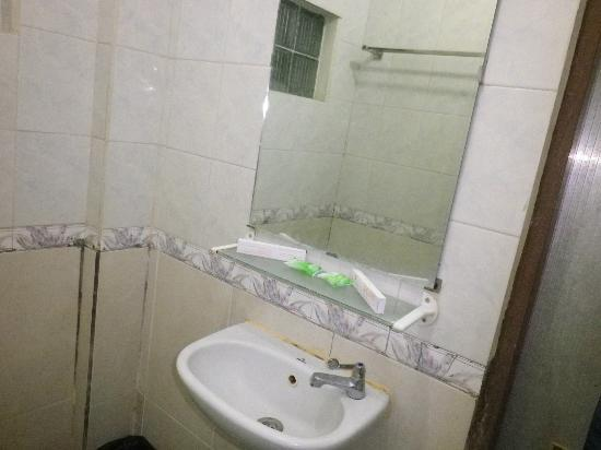 Celebes Hotel : Bathroom