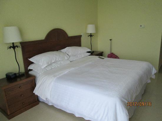Sheraton Bijao Beach Resort - An All Inclusive Resort: bed