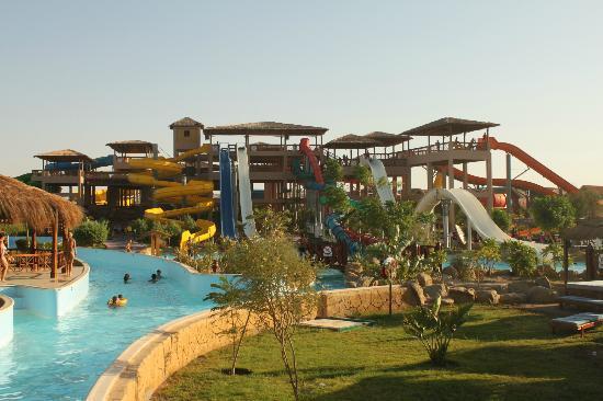 Jungle Aqua Park: Widok na zjeżdżalnie