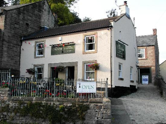 The Fountain Tea Rooms : The Fountain, formerly a pub, serves great cakes and snacks