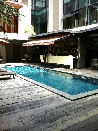 思安思瓦納酒店: swimming pool & Bar