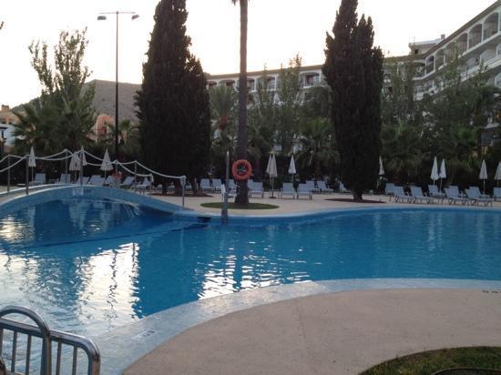 Hotel JS Sol de Alcudia: pool area