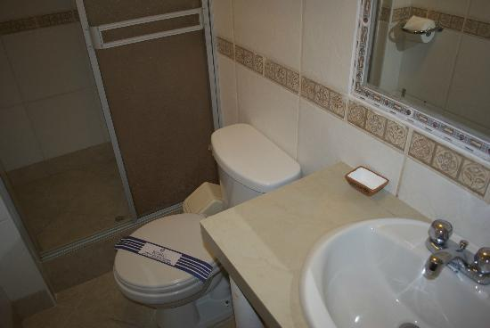 Santuario Hotel: Clean bathroom