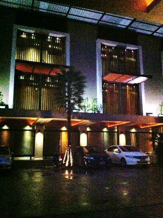 Siam Swana Hotel: Outside 