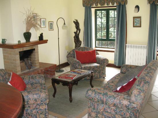 haus wohnzimmer oben:Haus, mit unten und oben je ein Appartment- Picture of Hotel Aldeia da