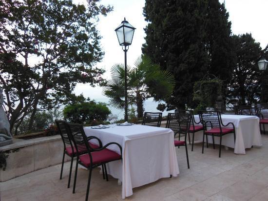 Hotel Villa Ariston: Outdoor Dining Area