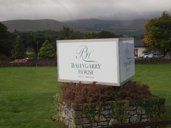 Ballygarry House Hotel & Spa: Hotel Entrance