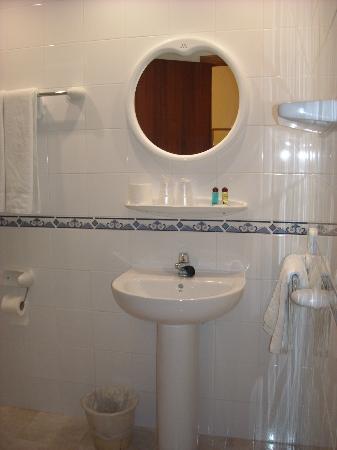 Hostal Mallorca: Baño de la habitación