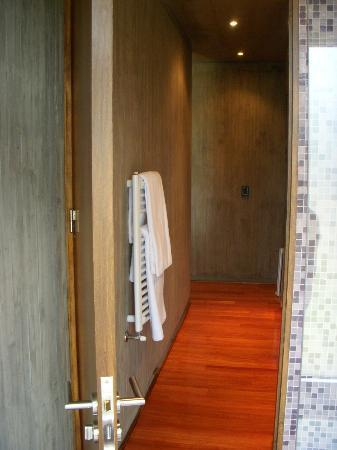 Entre Cielos: Castaña room. Towel heater/dryer.