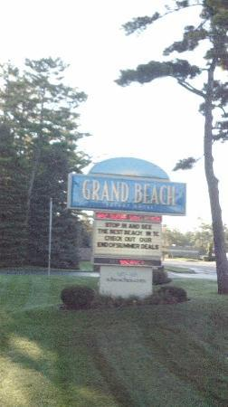 Grand Beach Resort Hotel: front entrance