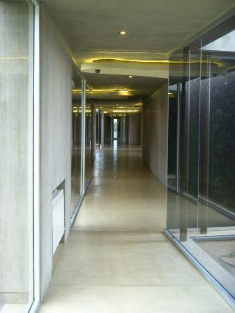 Entre Cielos: Corridor. Attractive construction and architecture.