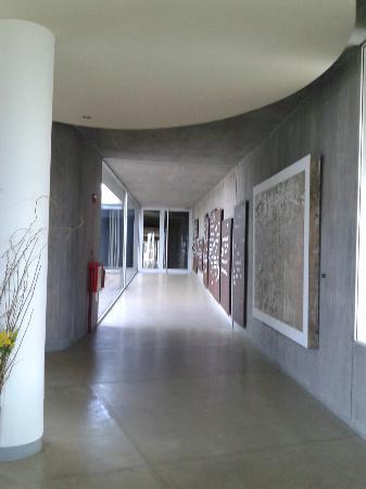 Entre Cielos: Corridor. Nice canvas.