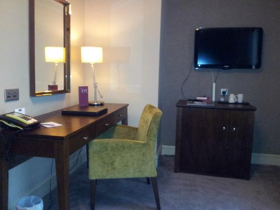 Mercure Salisbury White Hart Hotel: Writing table ideal for doing hair and make up
