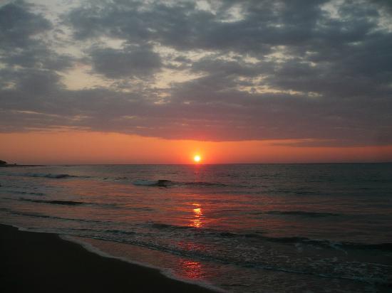 Punta Sal Suites & Bungalows Resort: Sunset