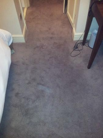 Mercure Salisbury White Hart Hotel: Dirty carpet
