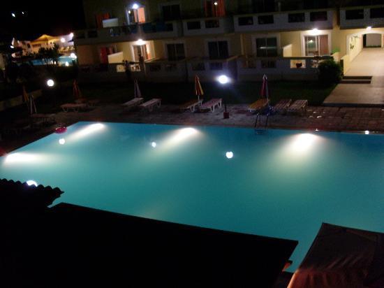 Hotel Iris: Pool