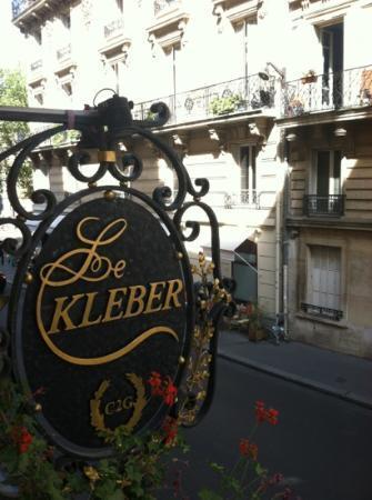Hotel Kleber Champs-Elysees Tour Eiffel Paris: Sign outside my window.