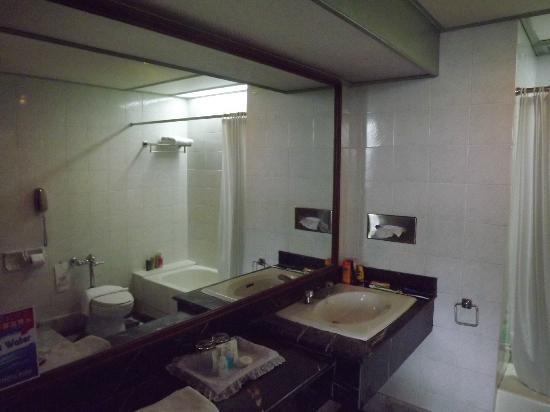 Metropole Hotel Phuket: Nice Miror