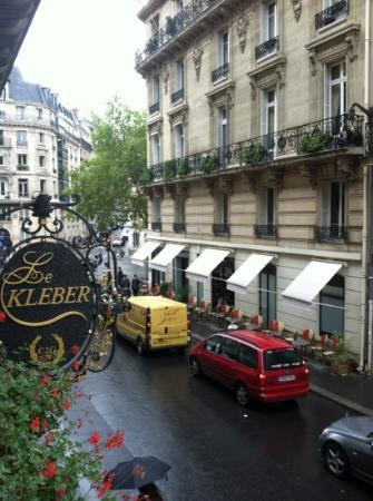 Hotel Kleber Champs-Elysees Tour Eiffel Paris: View from the room.