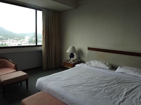 Metropole Hotel Phuket: Nice Bed