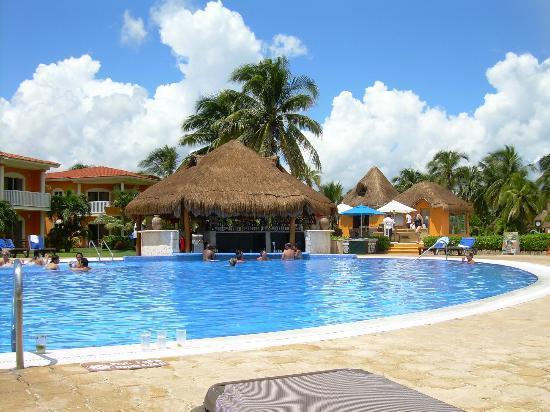 Ocean Maya Royale: party pool
