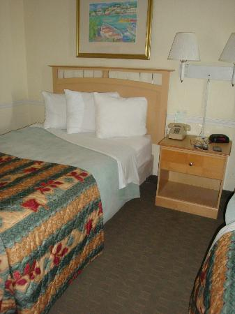 ‪‪Days Inn Daytona Oceanfront‬: one side of the dbl beds